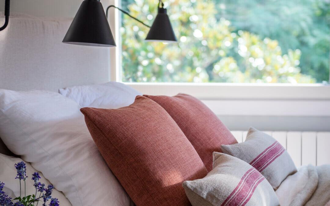 Un dormitorio de inspiración otoñal