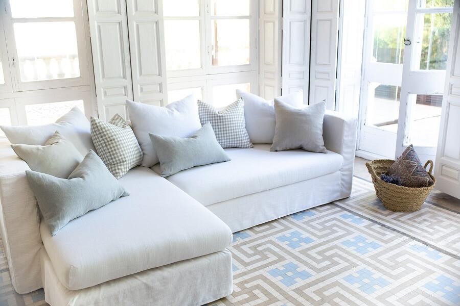 Sofá grande de color blanco