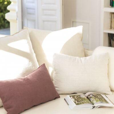 Sofa de lino blanco